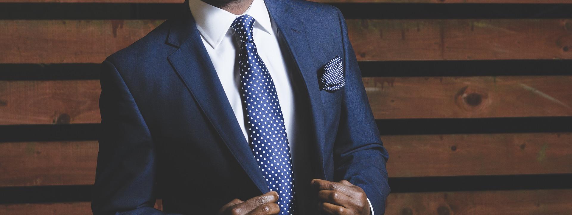 business suit 690048 1920